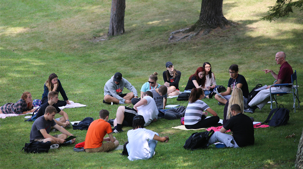 Dr. Joshua Bellin holding class outside on the La Roche campus